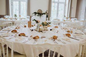 Salle de réception mariage au thème romantique